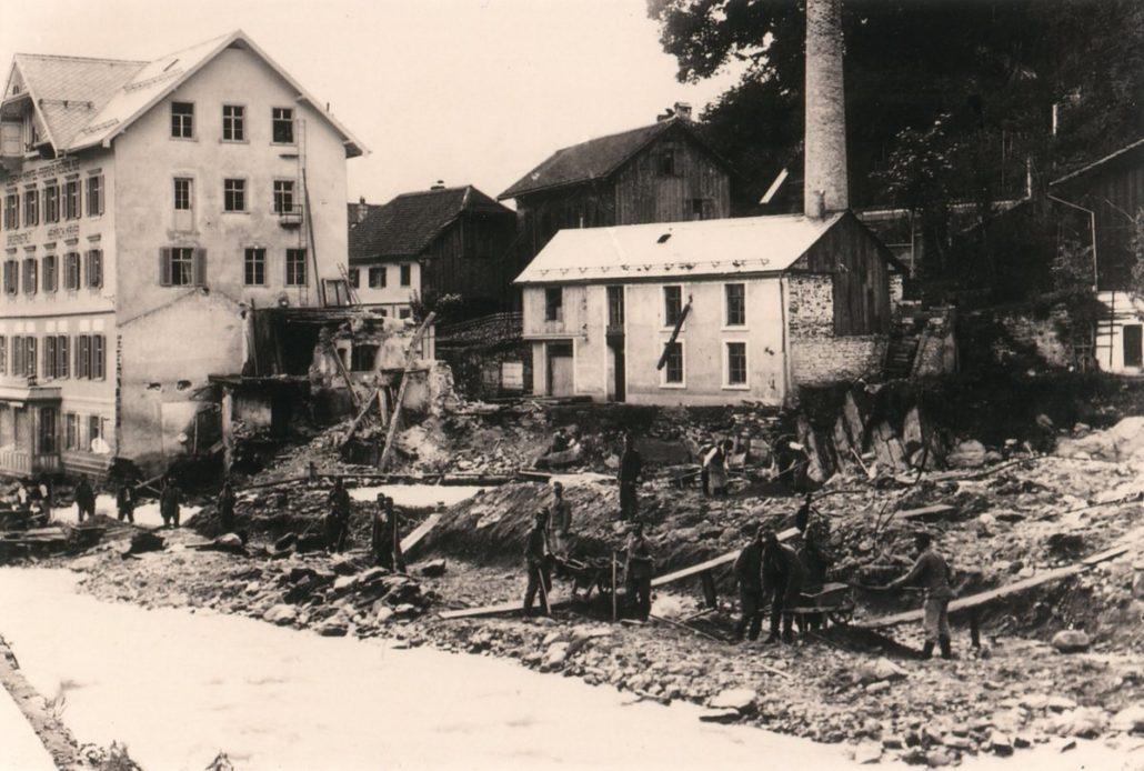 Die zerstörte Lodenfabrik nach dem Hochwasser 1910